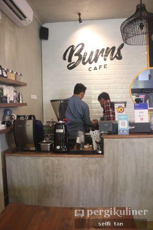 Foto 5 - Interior di Burns Cafe oleh Selfi Tan