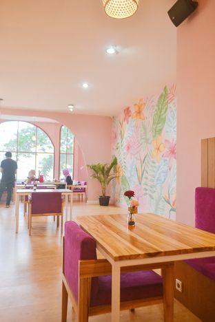Foto 5 - Interior di Kullerfull Coffee oleh IG: biteorbye (Nisa & Nadya)