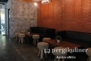 Foto 8 - Interior di Baked & Brewed Coffee and Kitchen oleh AndaraNila