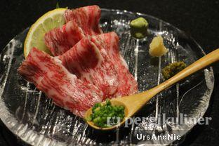 Foto 5 - Makanan(Prime kuroge wagyu sashimi) di Yawara Private Dining oleh UrsAndNic