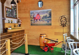 Foto 2 - Interior di Harvest Moo oleh Astrid Huang | @biteandbrew