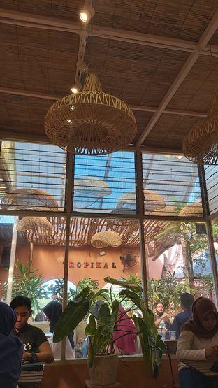 Foto 9 - Interior di Tropikal Coffee oleh Rhesaldy Kurniawan