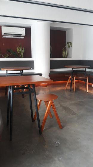 Foto 9 - Interior di Routine Coffee & Eatery oleh Mouthgasm.jkt
