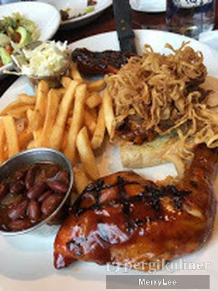 Foto 2 - Makanan(Hickory-Smoked Barbecue Combo) di Hard Rock Cafe oleh Merry Lee