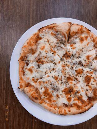 Foto 1 - Makanan(Heavy Breathing Pizza) di Dimyltee oleh Vanessa Agnes