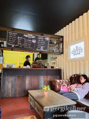 Foto 4 - Interior di Dos Hermanos Coffee & Cigar oleh Jajan Rekomen