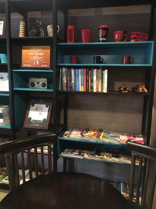 Foto 11 - Interior di Dailydose Coffee & Eatery oleh RI 347 | Rihana & Ismail