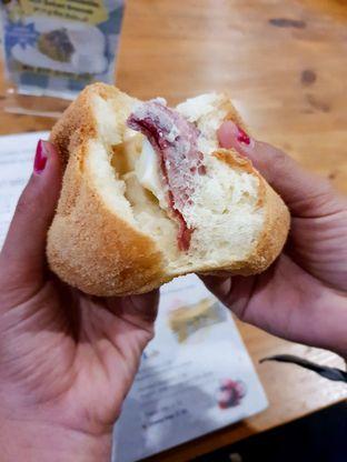 Foto 9 - Makanan(Sapi Bertelur) di Roti Eneng oleh Adhy Musaad