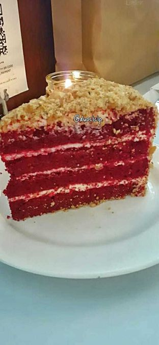 Foto 4 - Makanan(red velvet cake) di Union oleh duocicip
