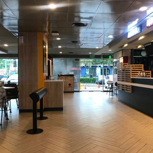 Foto 8 - Interior di McDonald's oleh Della Ayu