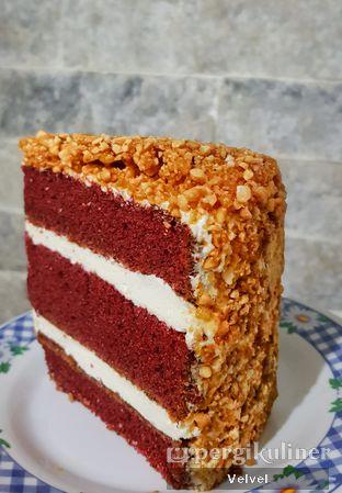 Foto 2 - Makanan(Red Velvet Cake) di Humble oleh Velvel