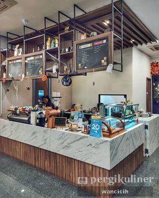 Foto 2 - Interior di Kaca Coffee & Eatery oleh Wanci | IG: @wancicih