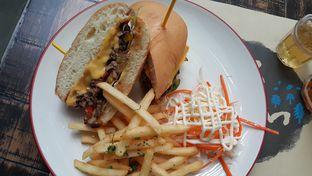 Foto 2 - Makanan(Wagyu sandwich) di De Luciole Bistro & Bar oleh Kelvin Sky