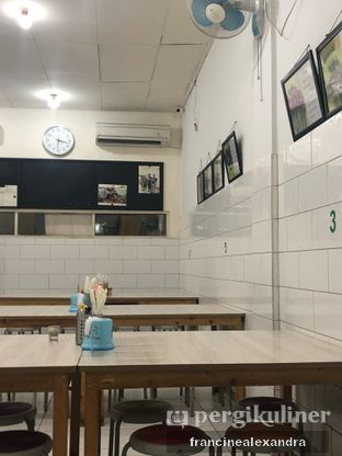 Foto 4 - Interior di Sate Babi Ko Encung oleh Francine Alexandra