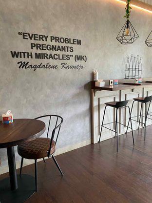 Foto 5 - Interior di Raffa Cafe & Coffee oleh Jeljel