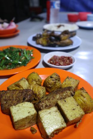 Foto 5 - Makanan di Nasi Uduk Kota Intan (Aweng) oleh thehandsofcuisine