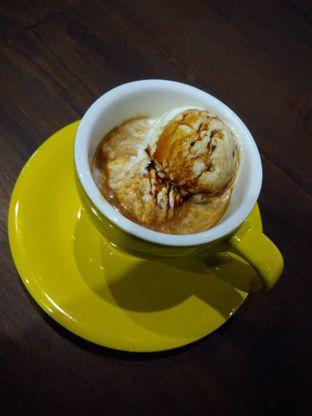 Foto 2 - Makanan(Affogato (closer)) di Upnormal Coffee Roasters oleh Putri Menes Aprilian Suci