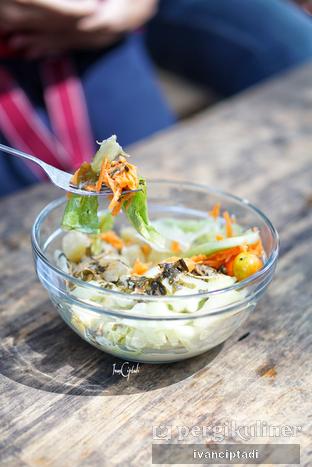 Foto 7 - Makanan(Salad Bowl) di Armor Kopi oleh Ivan Ciptadi @spiceupyourpalette
