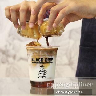 Foto 2 - Makanan(Iced Caramel Macchiato) di Black Drip oleh OhTasty Jakarta