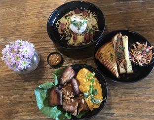 Foto review Six Ounces Coffee oleh Irma  4