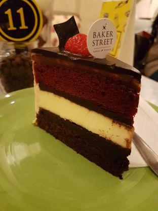 Foto 1 - Makanan(Triple Dekker Cake) di Baker Street oleh Zena
