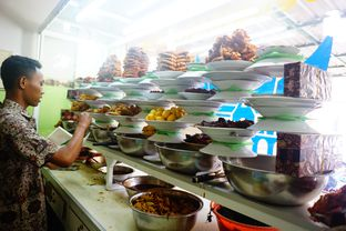Foto 3 - Interior di RM Pondok Minang Jaya oleh Nanakoot