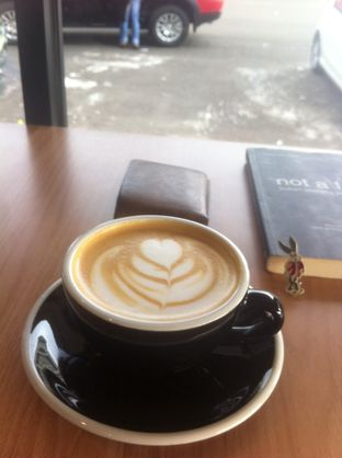 Foto - Makanan(Latte) di Coarse & Fine Coffee oleh Devin Dwizantara