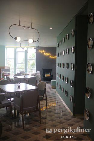 Foto 4 - Interior di Unison Cafe oleh Selfi Tan