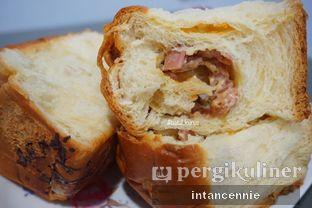 Foto 9 - Makanan di Dandy Bakery oleh bataLKurus