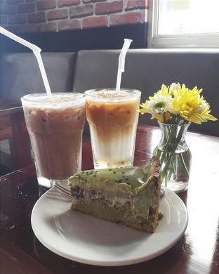 Foto 1 - Makanan(Ice Hazelnut Latte, Ice Mochacino, Matcha Souffle Cake by Lareia) di Meet Me Cafe oleh Claudia @claudisfoodjournal