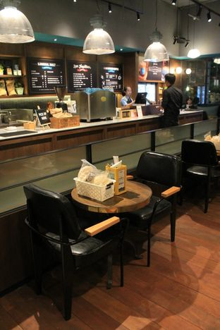 Foto 6 - Interior di The People's Cafe oleh Prido ZH