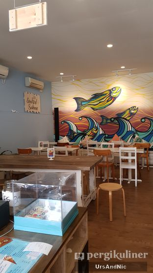 Foto 5 - Interior di Lox Smoked Salmon oleh UrsAndNic