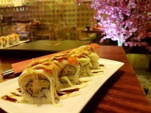 Foto 1 - Makanan(Salmon Garlic Roll) di Sushi Bar oleh Zena