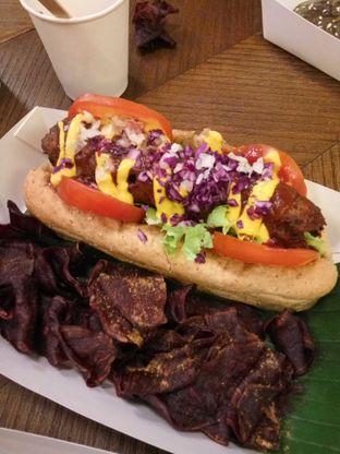 Foto 7 - Makanan(Vegan Hot Dog) di Burgreens Express oleh Clara Yunita