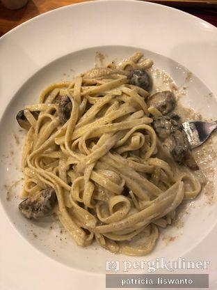 Foto - Makanan(truffle cream fettucinni) di Pancious oleh Patsyy