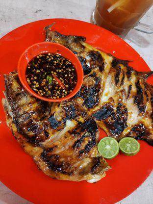 Foto 2 - Makanan(Ikan bawal bakar) di Seafood Kalimati 94 Mulyono oleh Gabriel Yudha | IG:gabrielyudha