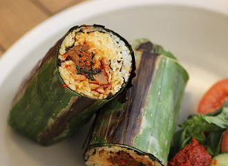 Lezatnya Makanan Tradisional Khas Indonesia yang Berbalut Daun Pisang
