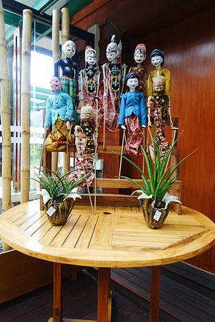 Foto 10 - Interior di Meranti Restaurant oleh inggie @makandll