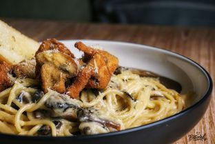 Foto 1 - Makanan(Creamy Mushroom Pasta) di The Larder at 55 oleh eatwerks