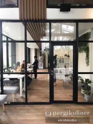Foto 2 - Interior di Emji Coffee Bar & Space oleh delavira