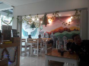 Foto 7 - Interior di Dilon Coffee oleh Nisanis