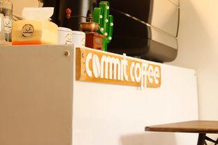 Foto 2 - Interior di Commit Coffee oleh Tristo
