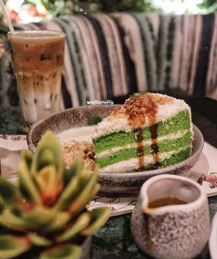 Foto 1 - Makanan(Klepon cake) di The Garden oleh Stellachubby