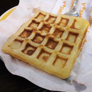 Foto 6 - Makanan(Waffle) di Yoshi! Coffee oleh Michael Wenadi