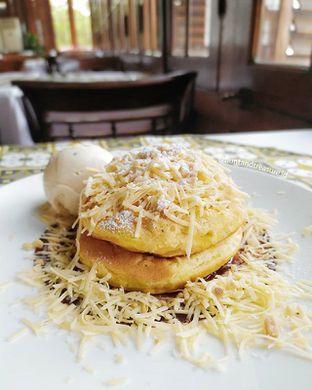 Foto - Makanan(Pancake Martabak) di Cafe Batavia oleh Huntandtreasure.id