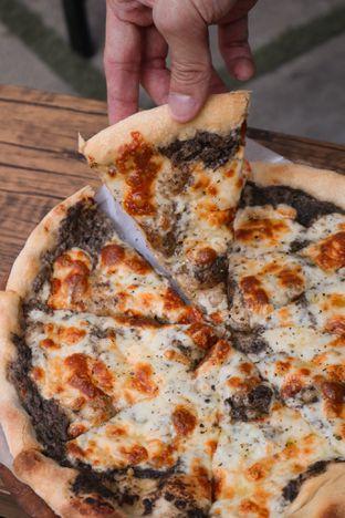 Foto 4 - Makanan di Sliced Pizzeria oleh thehandsofcuisine