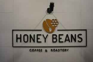 Foto 11 - Interior di Honey Beans Coffee & Roastery oleh yudistira ishak abrar