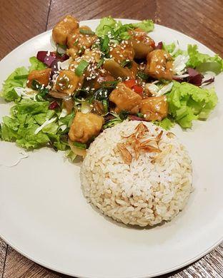Foto 7 - Makanan di Burgreens Express oleh Hafizah Murdhatilla