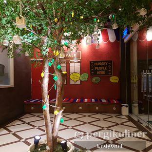 Foto 9 - Interior di Royale Bakery Cafe oleh Ladyonaf @placetogoandeat