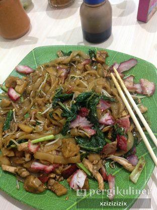 Foto - Makanan(Kwetiau Goreng) di Depot Berkat Pangsit Mie Ujung Pandang oleh zizi